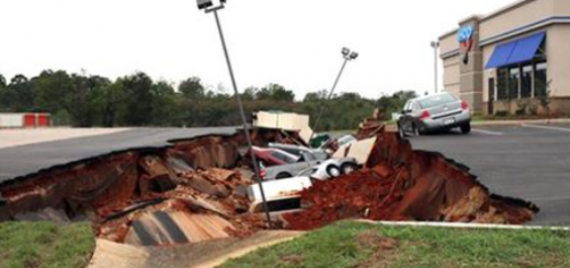 Mississippi: Restaurant parking lot cave-in swallows 12 cars