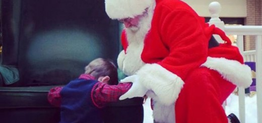 THE GOOD LIST Boy, 4, asks mall Santa to pray for ailing baby