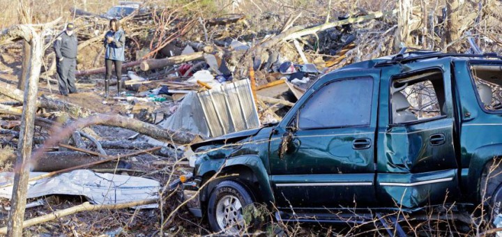 CHRISTMAS CLEANUP Communities across Southeastern US begin recovery from deadly storms